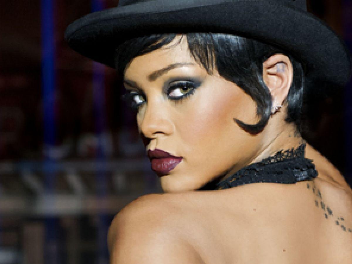 Rihanna aconseja a un fanático con el corazón roto