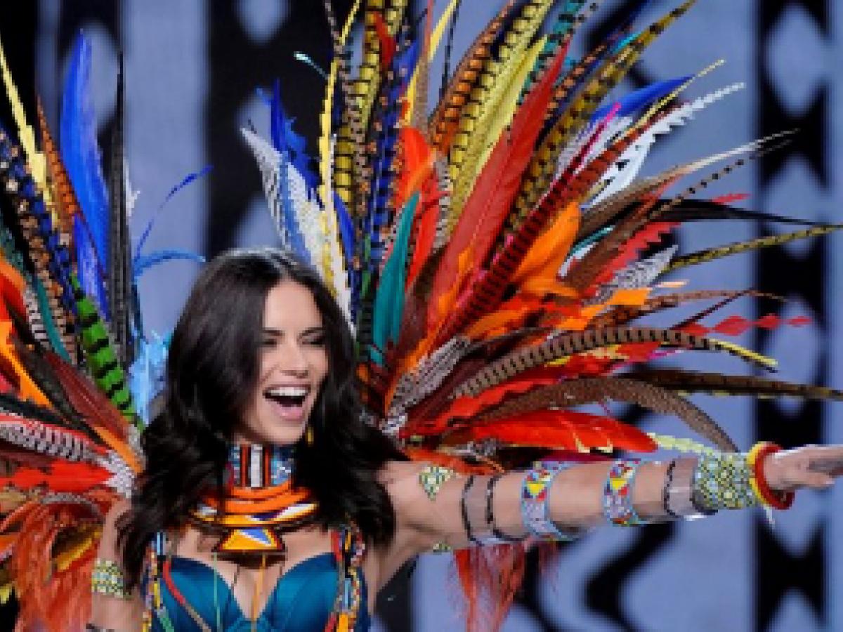 Adriana Lima insinúa que no volverá a desfilar lencería