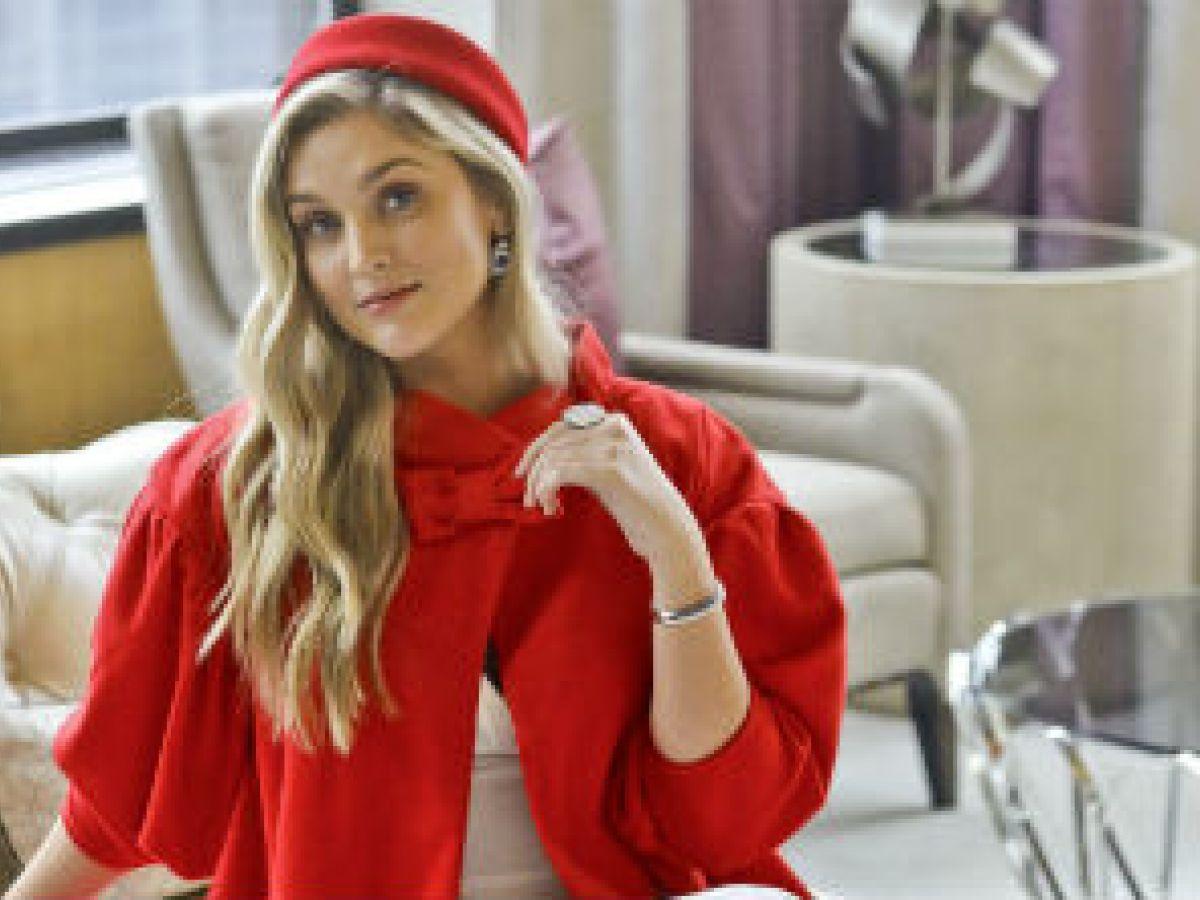 Lanzan colección de vestidos icónicos de Barbie para la mujer de carne y hueso