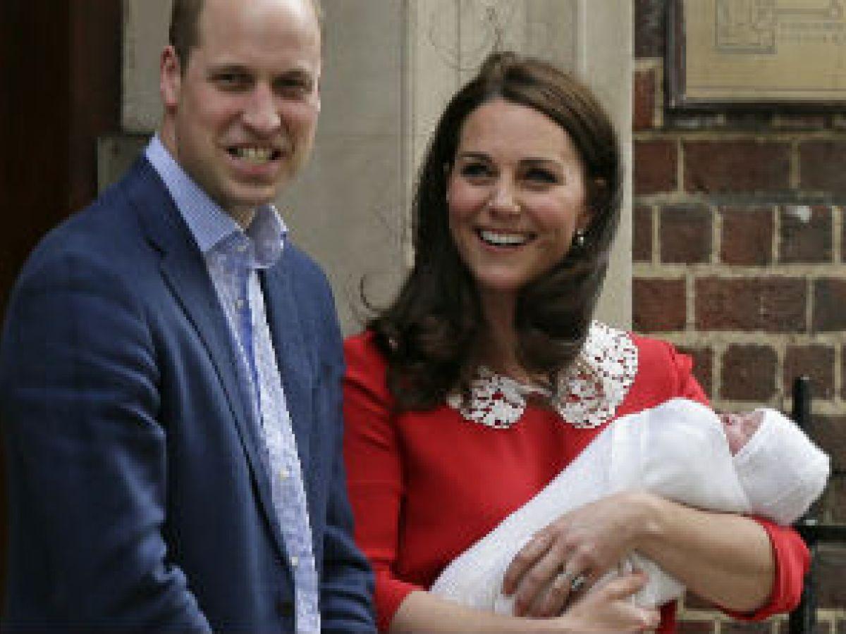 El príncipe William firma el certificado de nacimiento de su tercer hijo