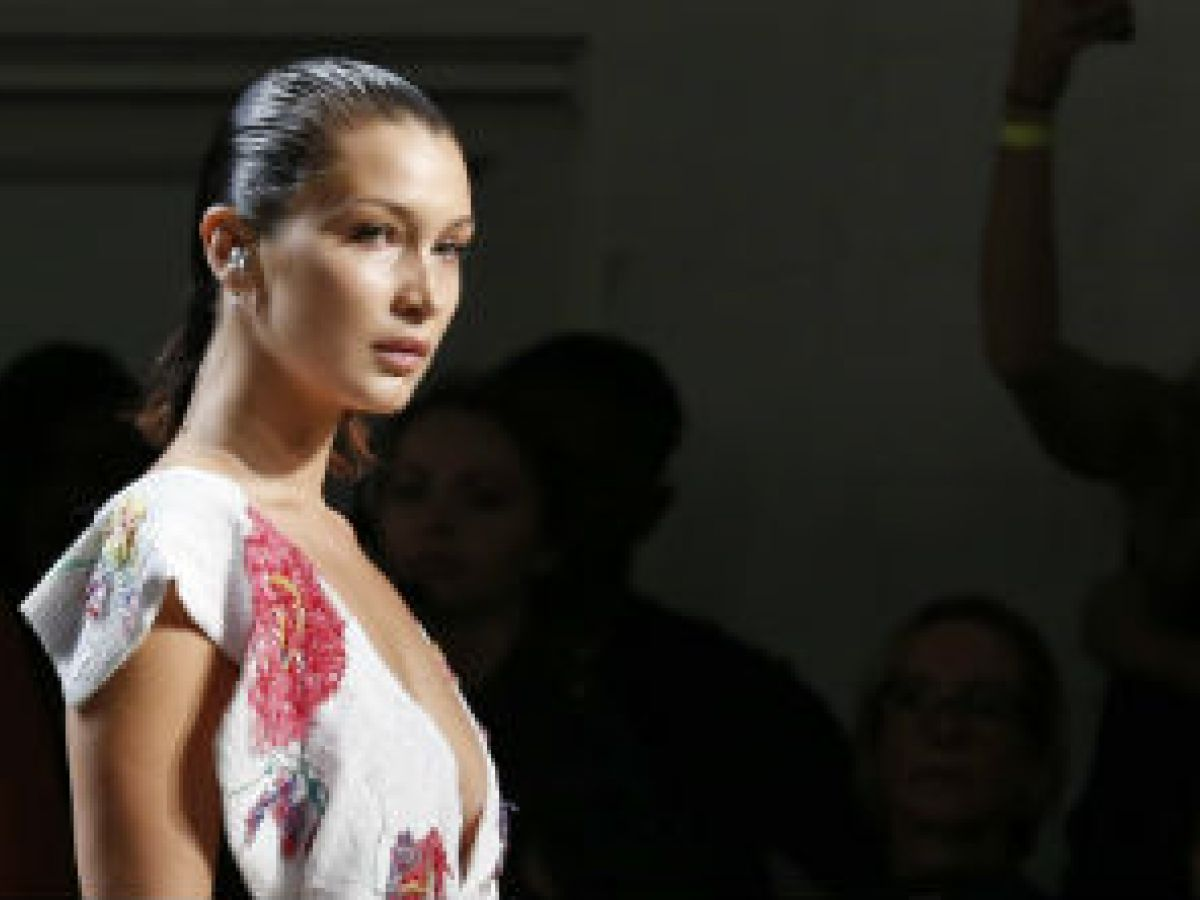 Las hermanas Bella y Gigi Hadid y Ashley Graham destacan en desfile de Prabal Gurung