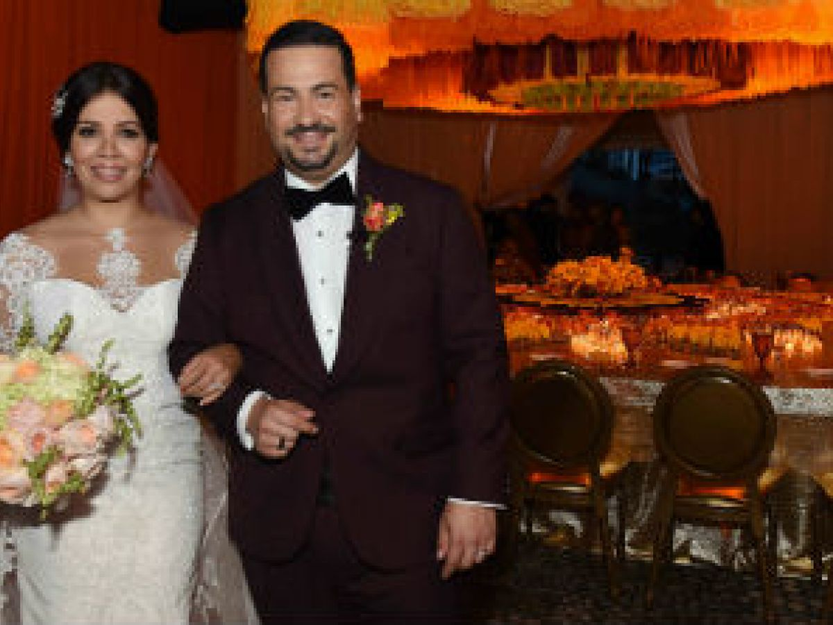 Pareja puertorriqueña celebra boda por todo lo alto