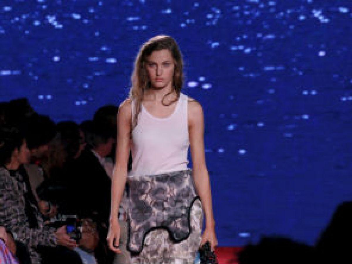 """Inspirada en """"Jaws"""" la nueva propuesta de Calvin Klein"""