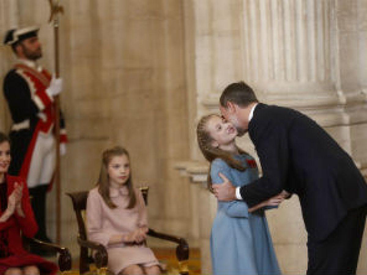 Felipe VI celebra sus 50 años imponiendo la mayor condecoración a la princesa Leonor