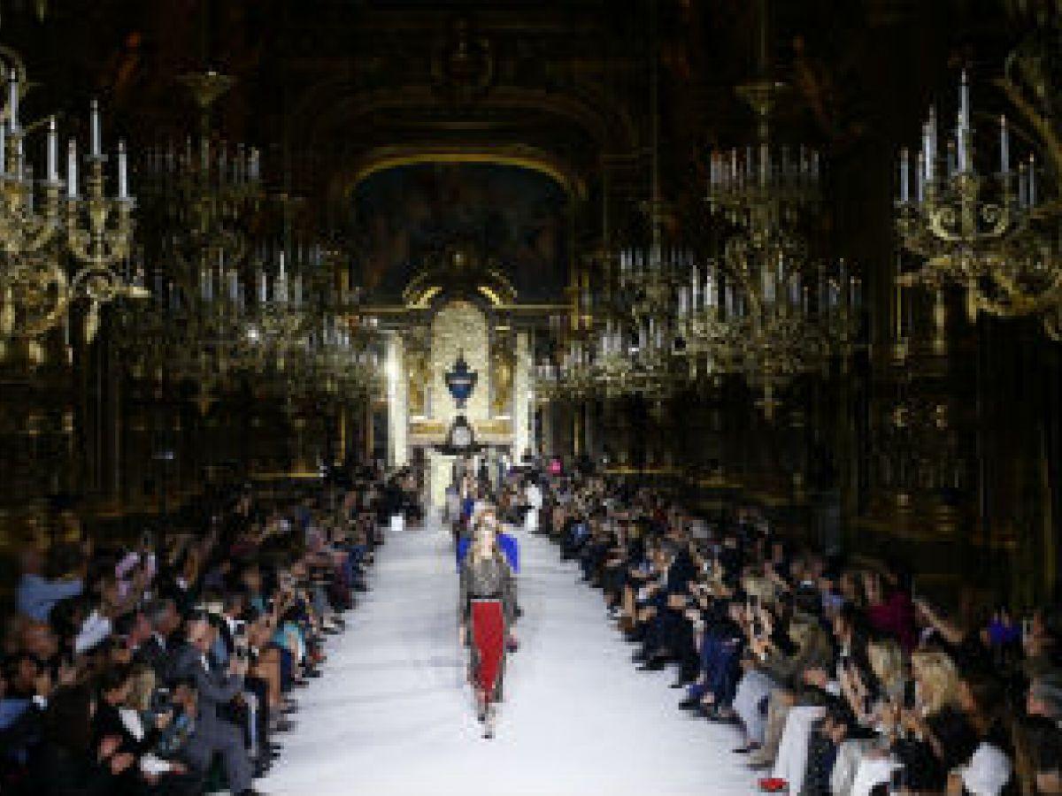 Balmain regresa a la Alta Costura de París 16 años después