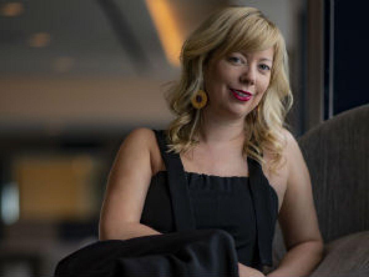 La diseñadora de zapatos Kat Maconie incursiona en la industria de la belleza