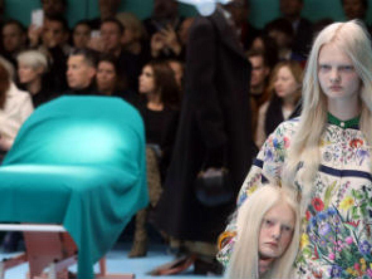 """Modelos """"decapitadas"""" de Gucci y los años 60 de Moschino revolucionan Milán"""