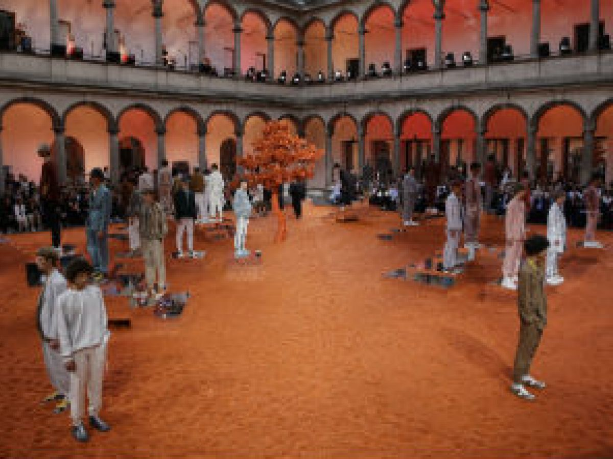 Ermenegildo Zegna pinta de colores tierra la inauguración de la Moda de Milán