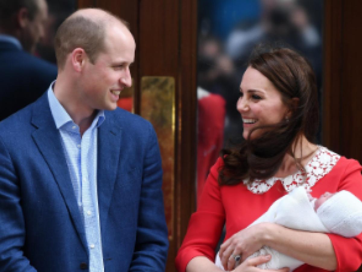 Lo que se dijeron Kate y William mientras presentaban a su bebé