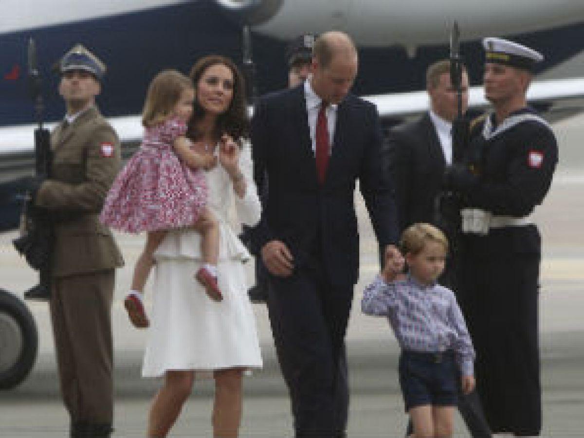 El príncipe William y su esposa Kate inician viaje diplomático en Polonia