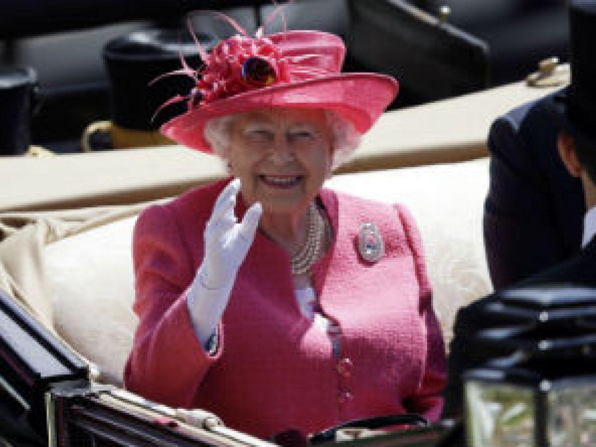 La reina Elizabeth II suspende asistencia a un acto oficial por no sentirse bien