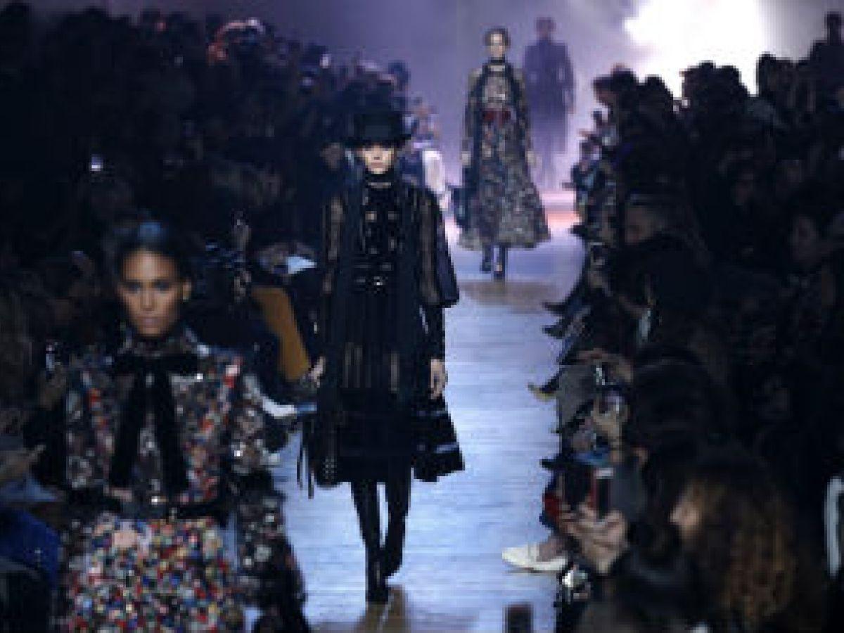Elie Saab apuesta al retorno de la moda victoriana