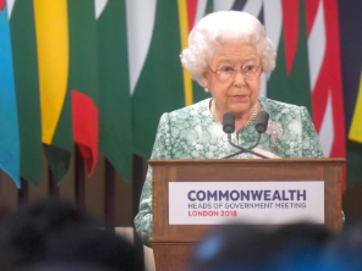 Elizabeth II pide a la Commonwealth que elija al príncipe Charles como su sucesor
