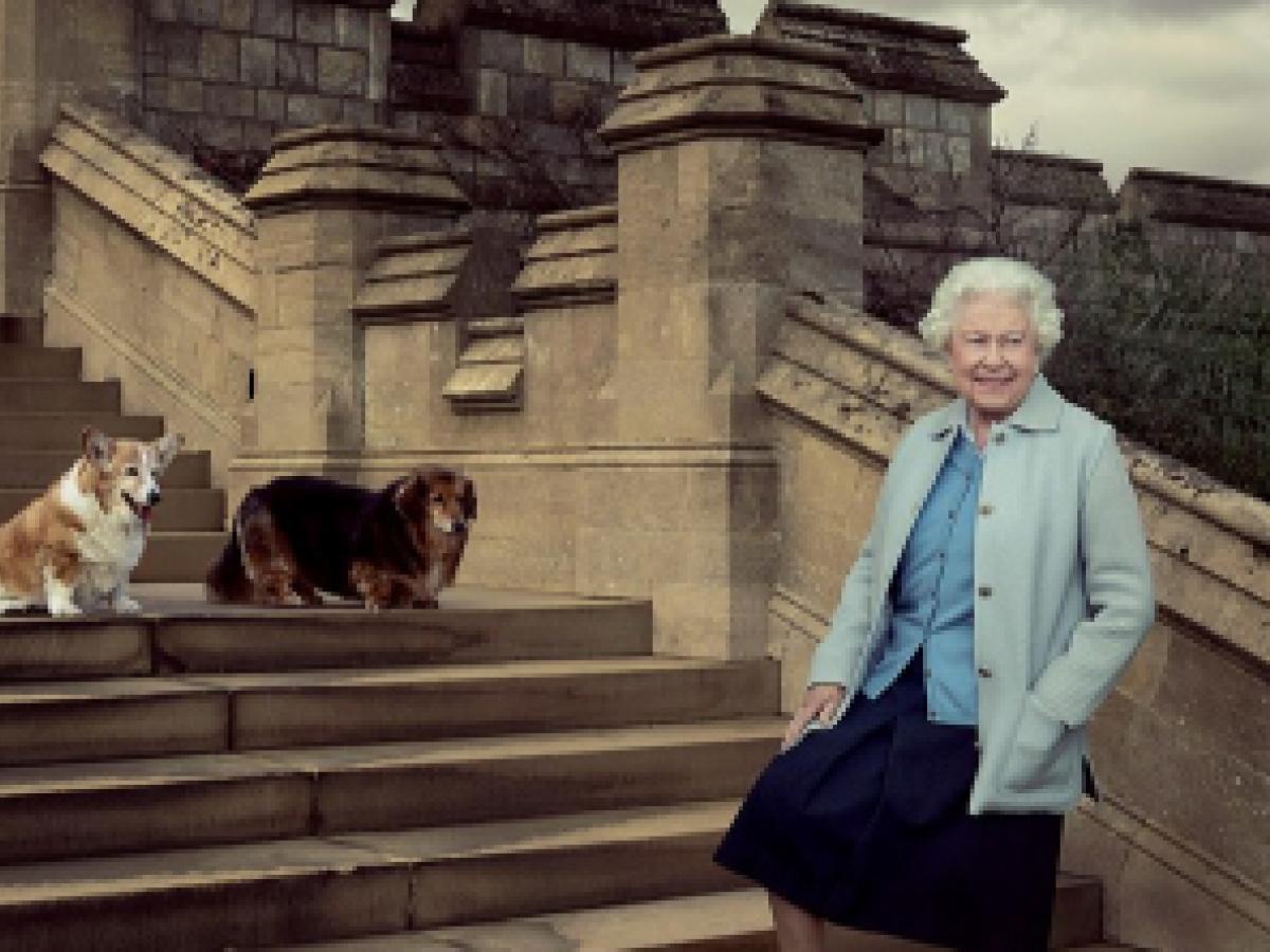 La reina Elizabeth II está triste por la muerte de su último perro de raza corgi