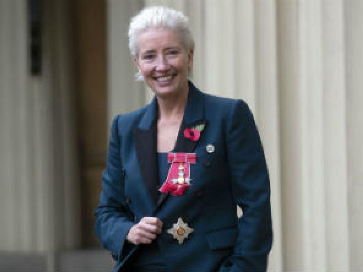 Emma Thompson recibe el título de dama del Imperio Británico