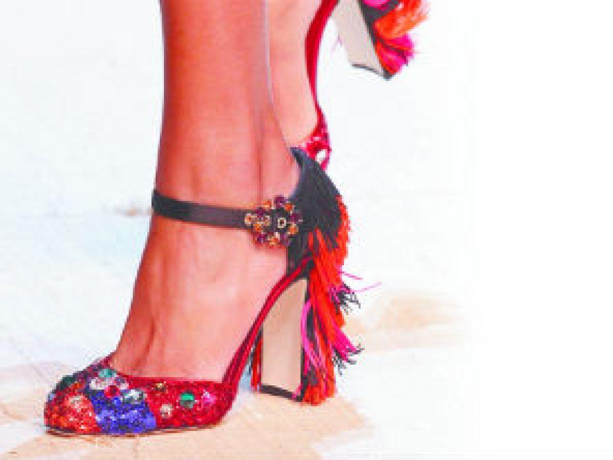 El calzado de Dolce & Gabbana invita a celebrar la temporada estival