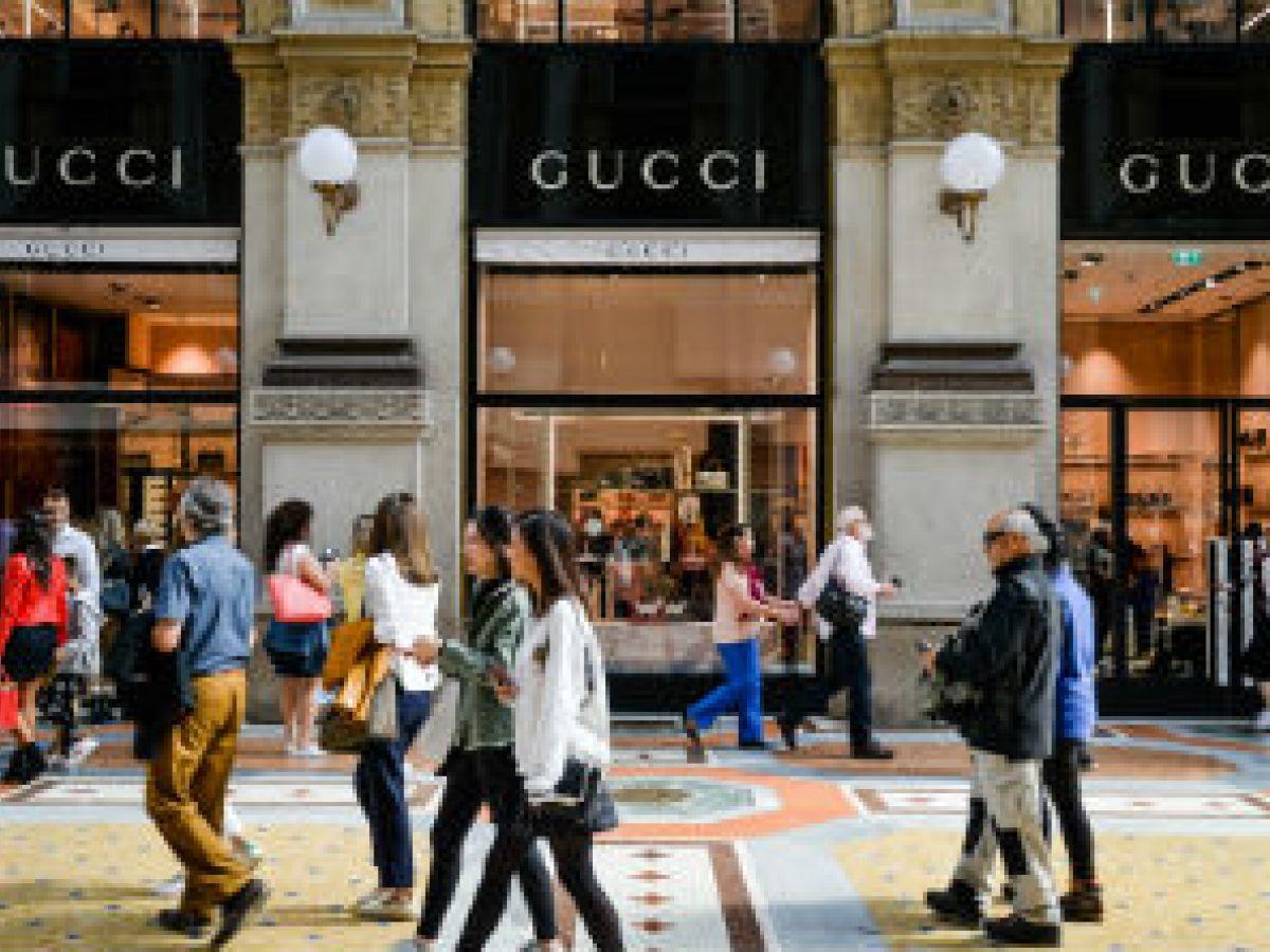 Investigan a presidente de Gucci por posible evasión de impuestos