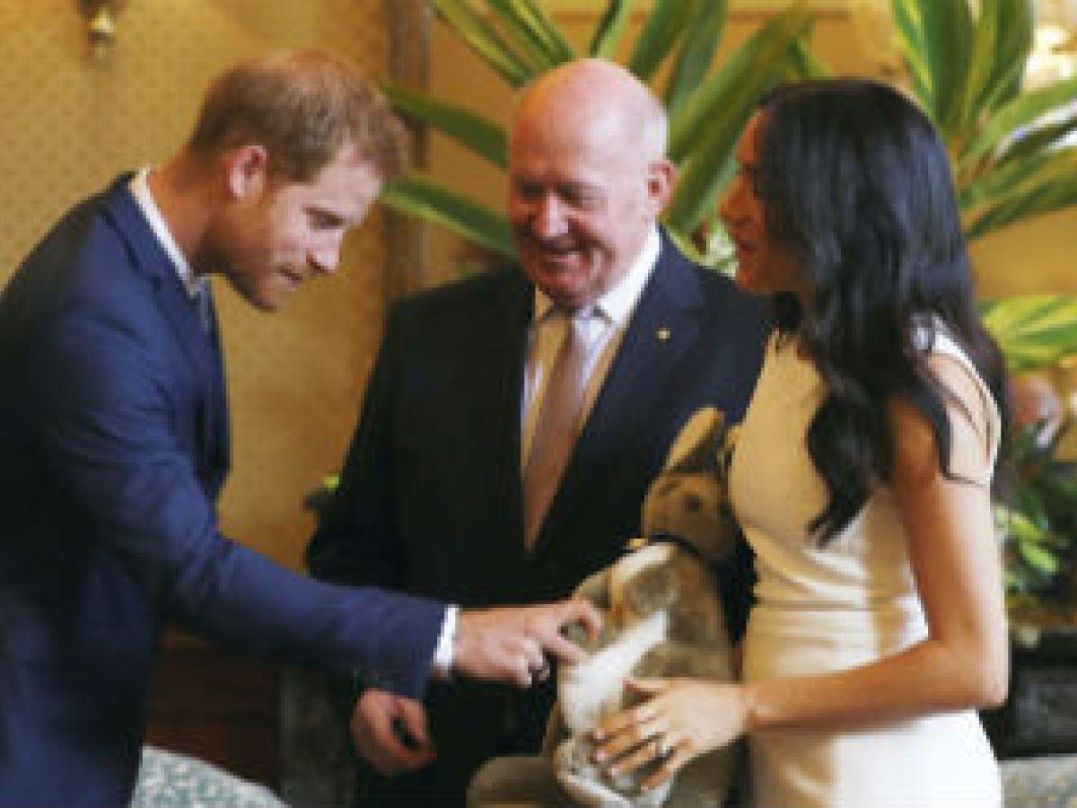 El príncipe Harry y Meghan reciben en Australia el primer regalo par su bebé