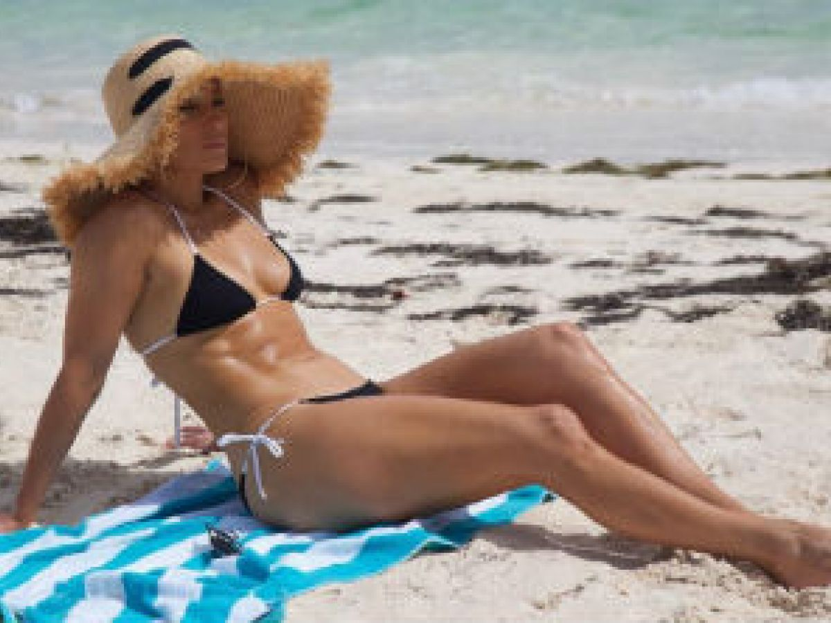 La envidiable silueta de Jennifer López a los 49 años