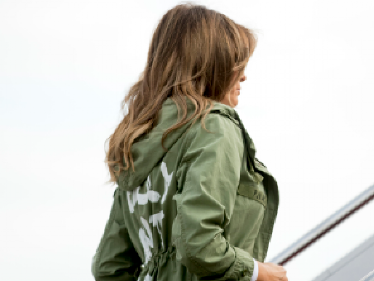 "Melania Trump usó una chaqueta que dice ""Realmente no me importa, ¿a ti?"""