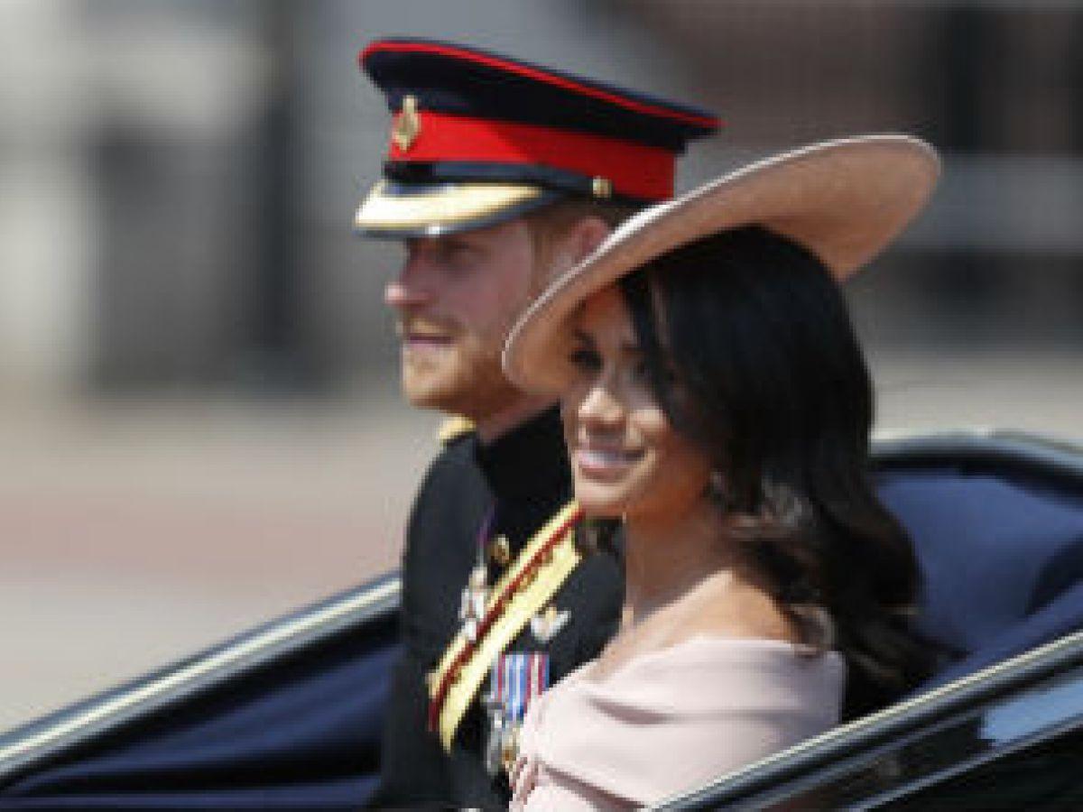El príncipe Harry y Meghan presencian los desfiles en honor de Elizabeth II