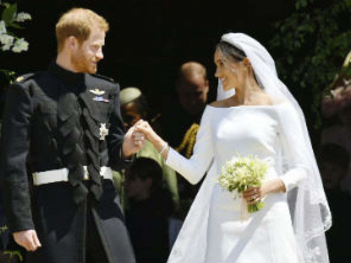 En exhibición los ajuares de boda de Meghan y Harry