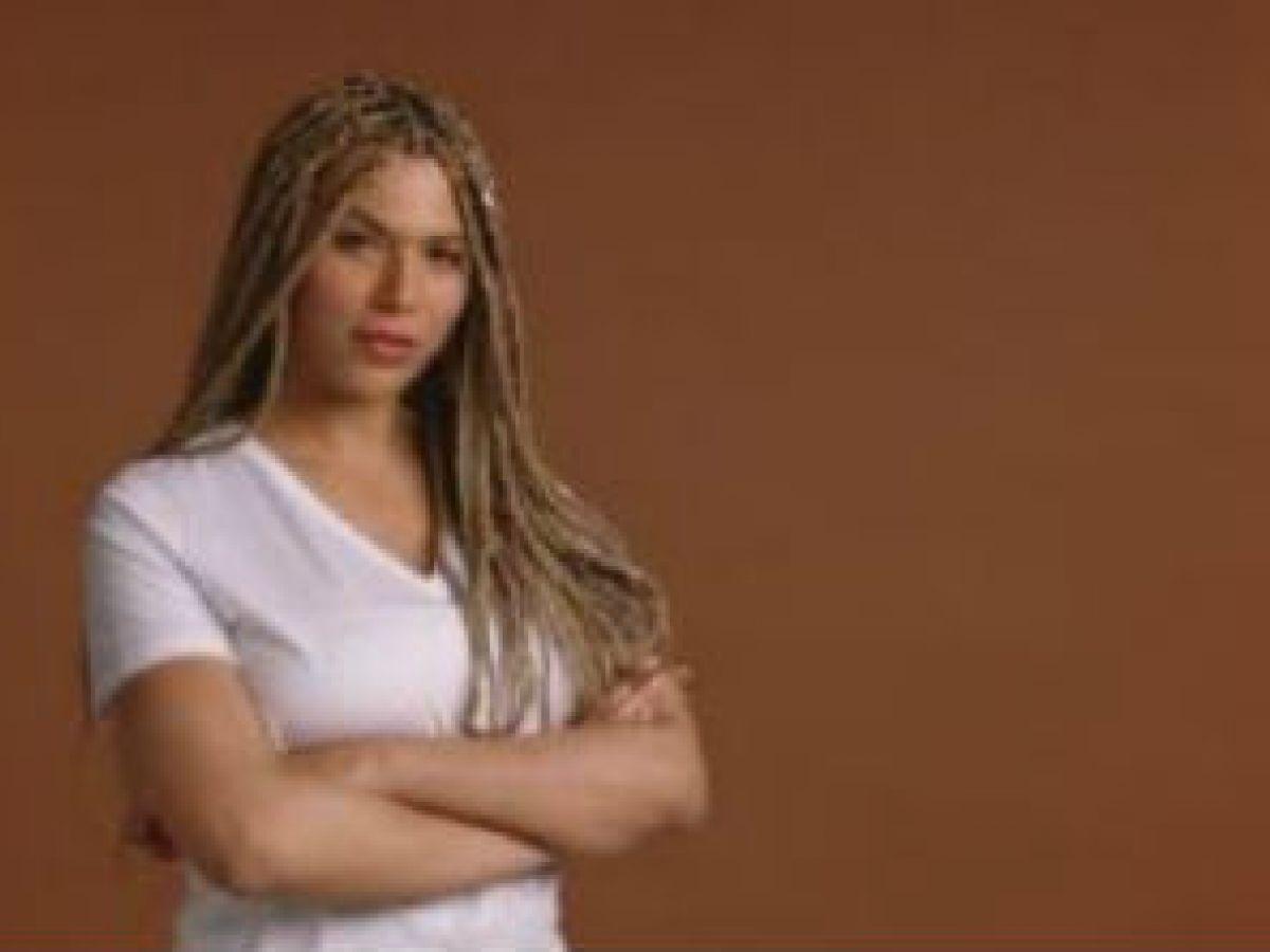 L'Oréal despide a su primera modelo transgénero por comentarios ofensivos contra los blancos