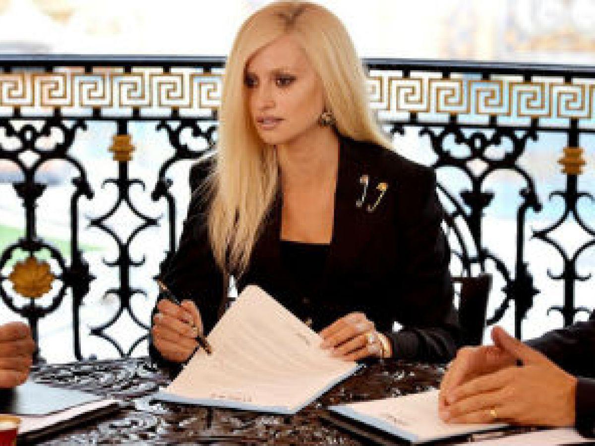 Conoce cómo Penélope Cruz se transformó en Donatella Versace