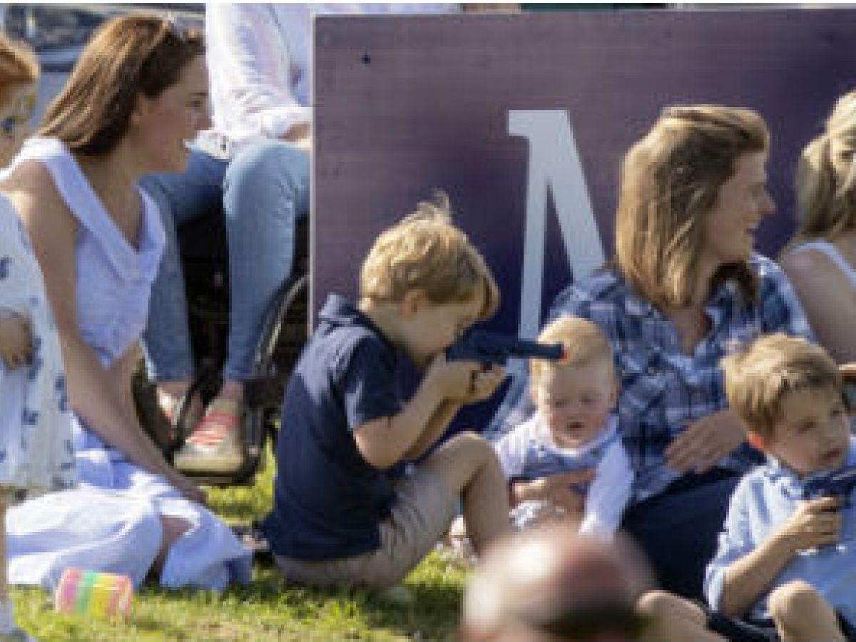 Foto del príncipe George causa polémica en el Reino Unido
