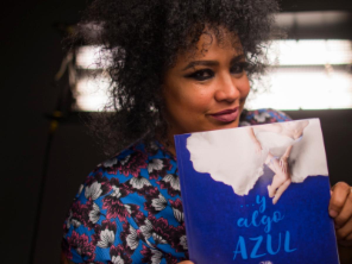 """La maquilladora Qza narra historias de bodas en su libro """"… y algo azul"""""""