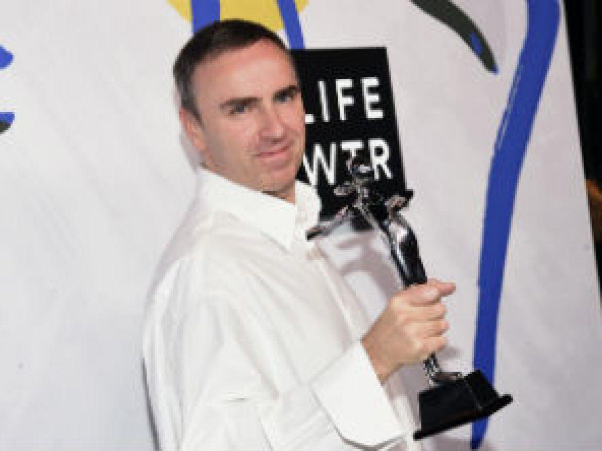 Raf Simons obtiene doble victoria en premiación del Consejo de Diseñadores de Moda