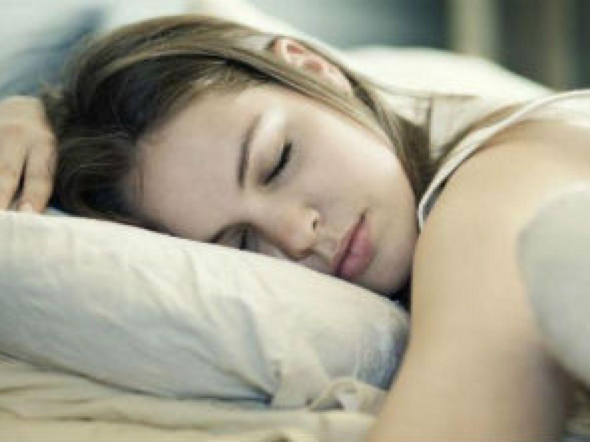 Aprovecha las horas de la noche para cuidar tu piel y tu cabello