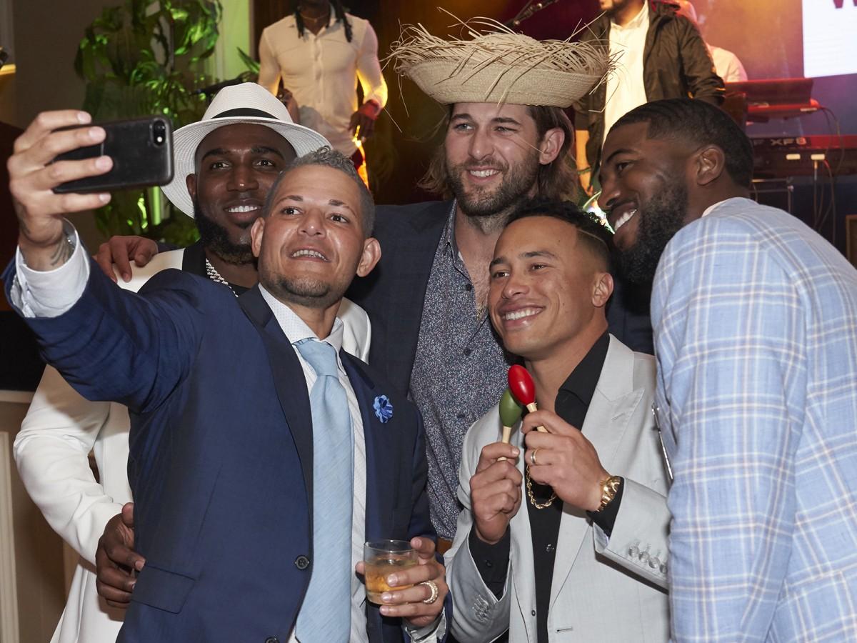 Yadier Molina celebra una noche jíbara con su fundación en St. Louis