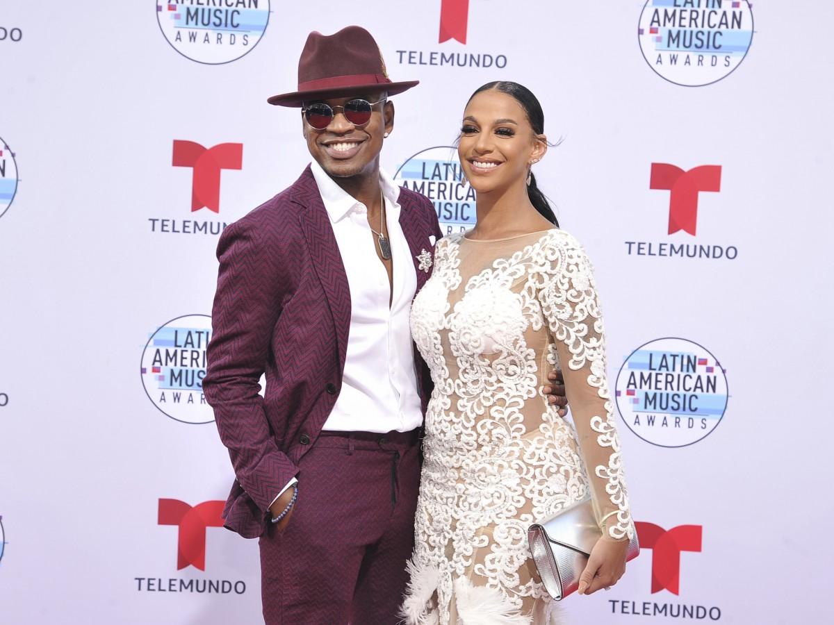 """Los """"looks"""" de la alfombra roja de los Latin American Music Awards 2019"""