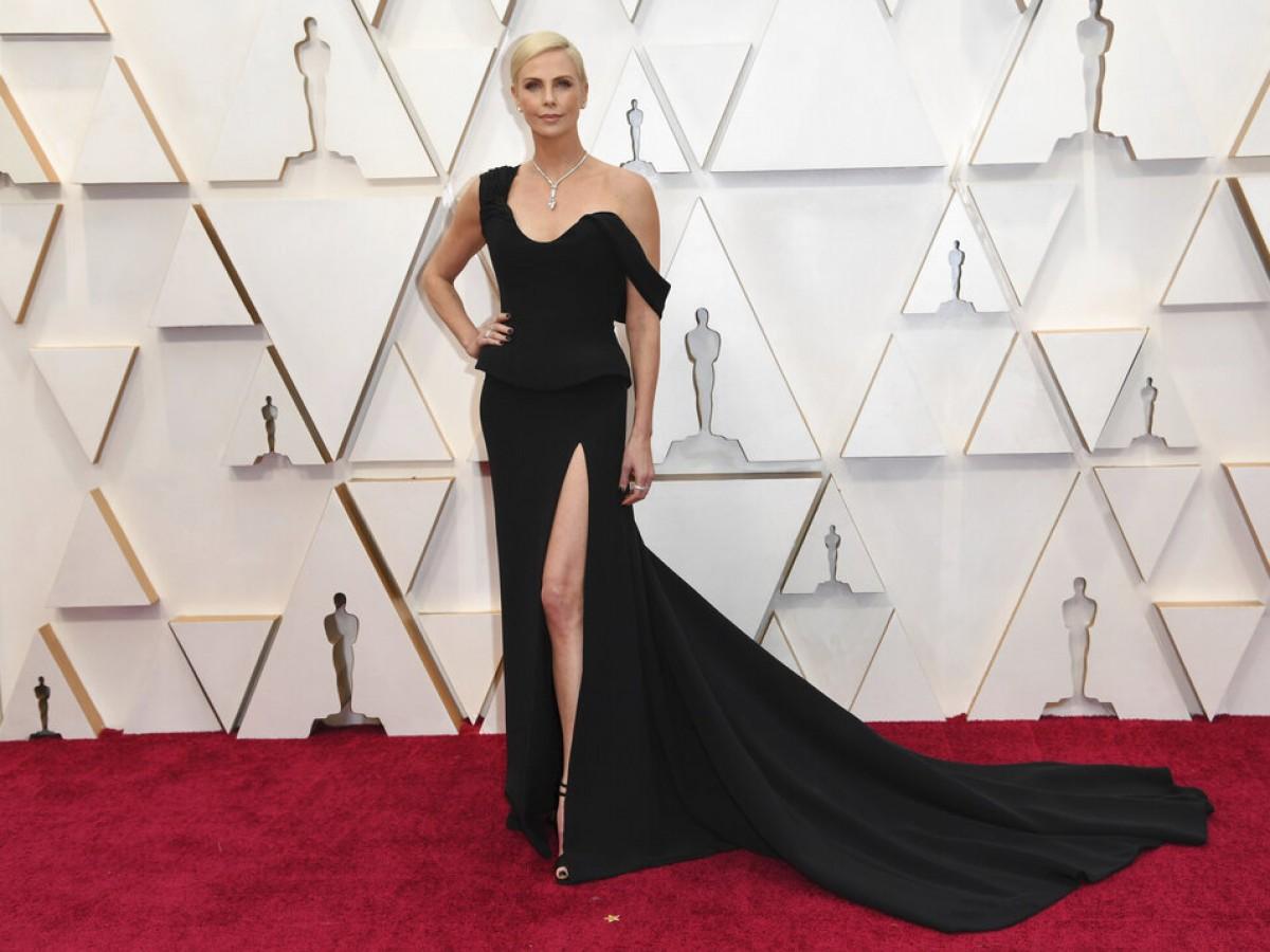 Desfile de celebridades en la alfombra roja de los Oscar
