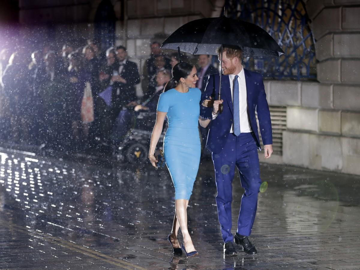 Sonrientes en Londres Meghan Markle y el príncipe Harry