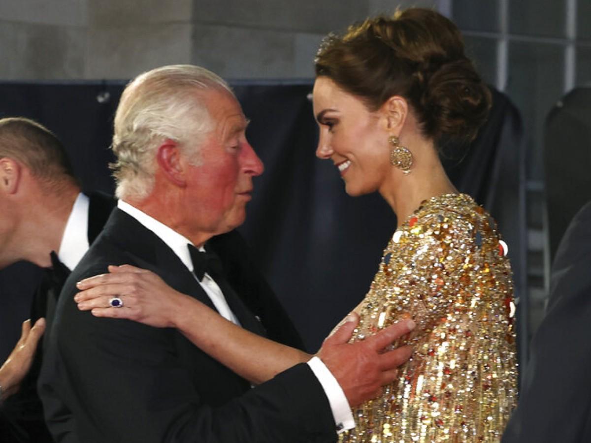 """Kate Middleton deslumbró en la alfombra roja del estreno de """"No Time to Die"""""""