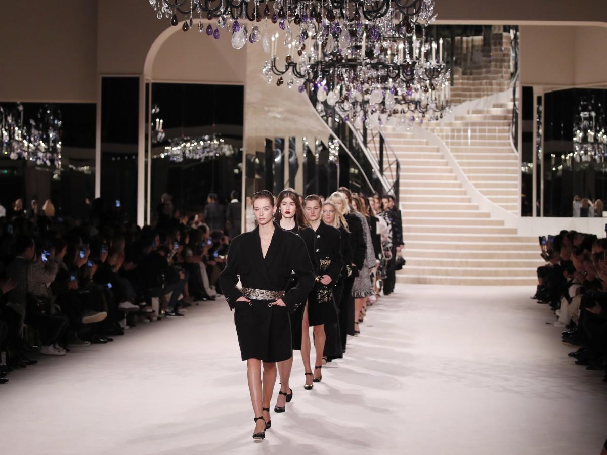 Moda y celebridades en el desfile de Chanel