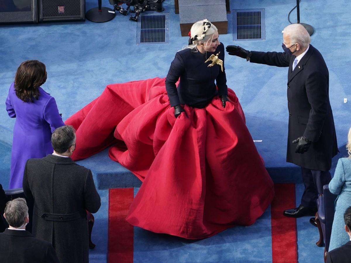 """Imponente el """"look"""" de las invitadas a la investidura de Joe Biden y Kamala Harris"""