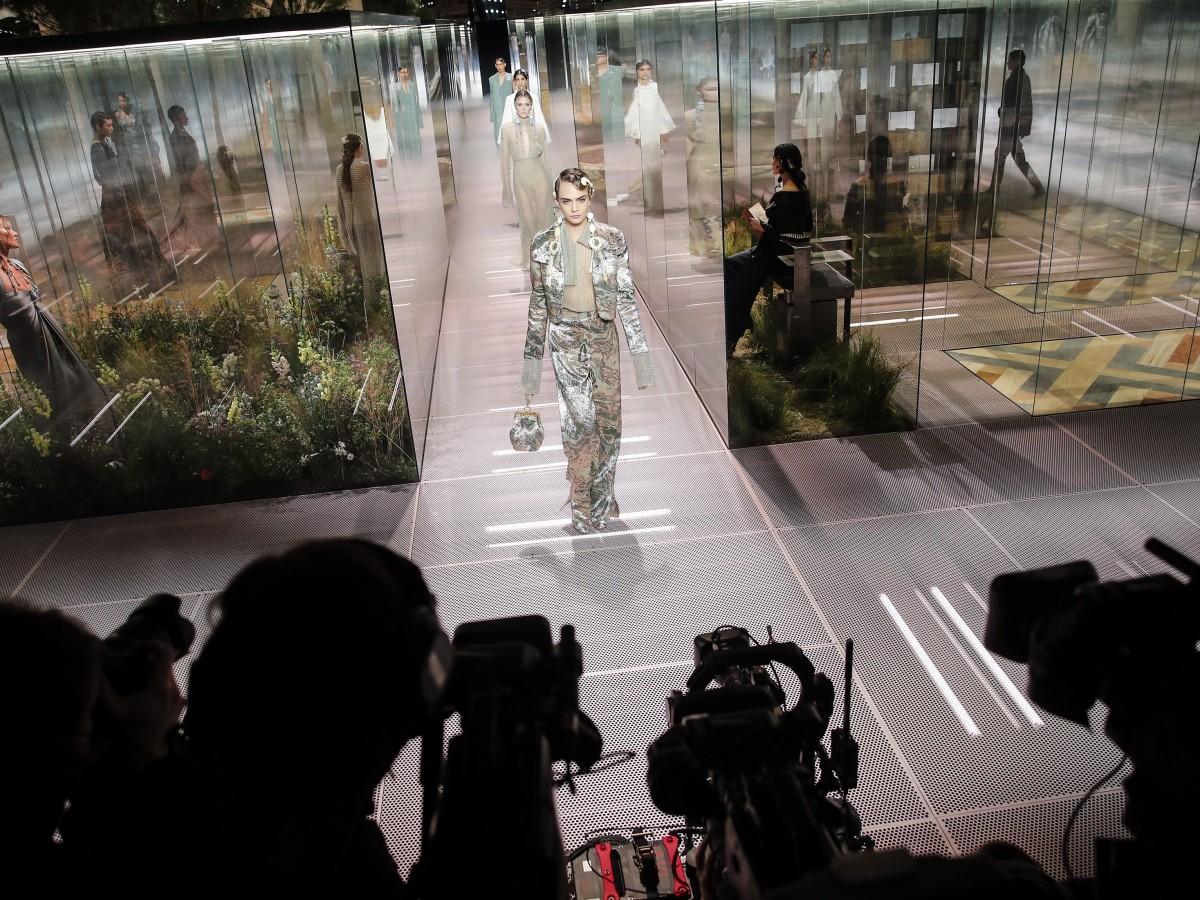 Fendi presenta en París una glamourosa colección de alta costura
