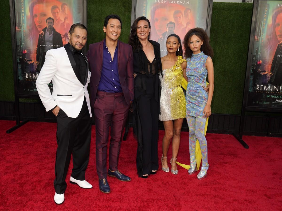 """Las celebridades desfilan por la alfombra roja en la premiere de """"Reminiscence"""""""