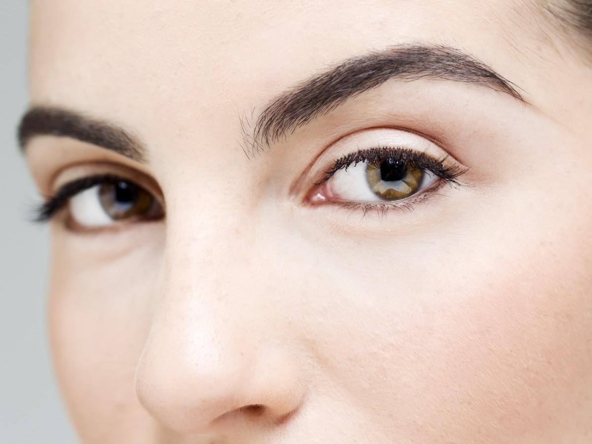 Cinco productos para arreglar tus cejas en casa