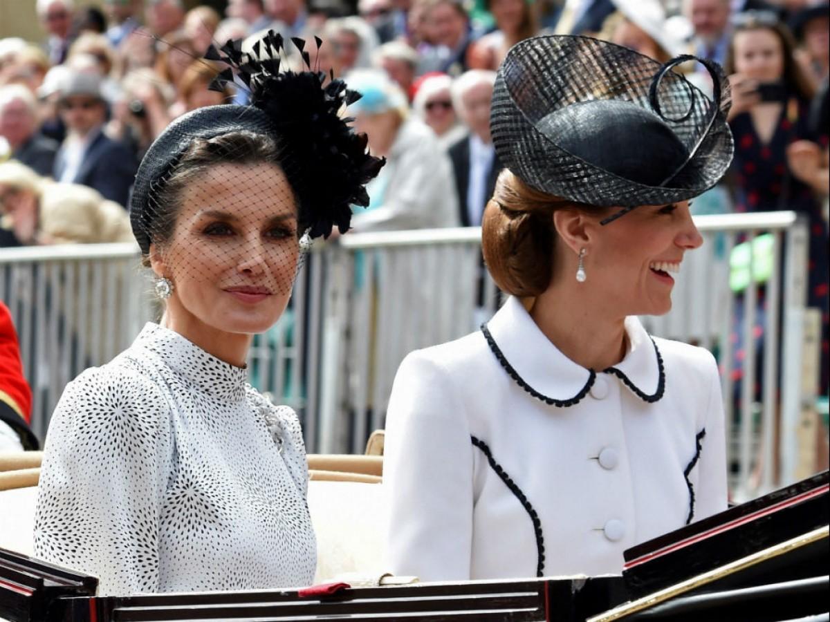 Los reyes de España y Holanda desfilan por Windsor junto a la familia real británica