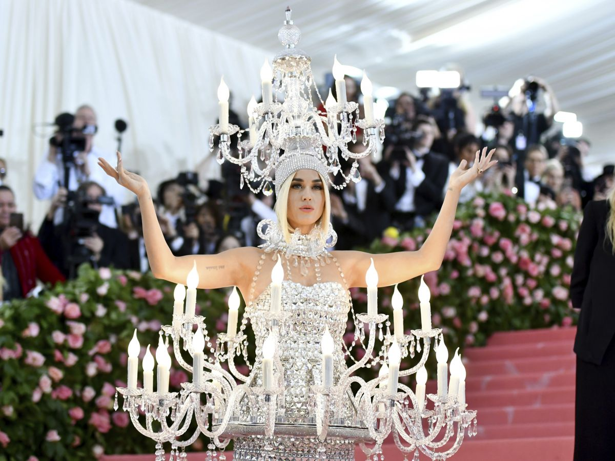 Luce la extravagancia en la alfombra rosa de la Gala del MET