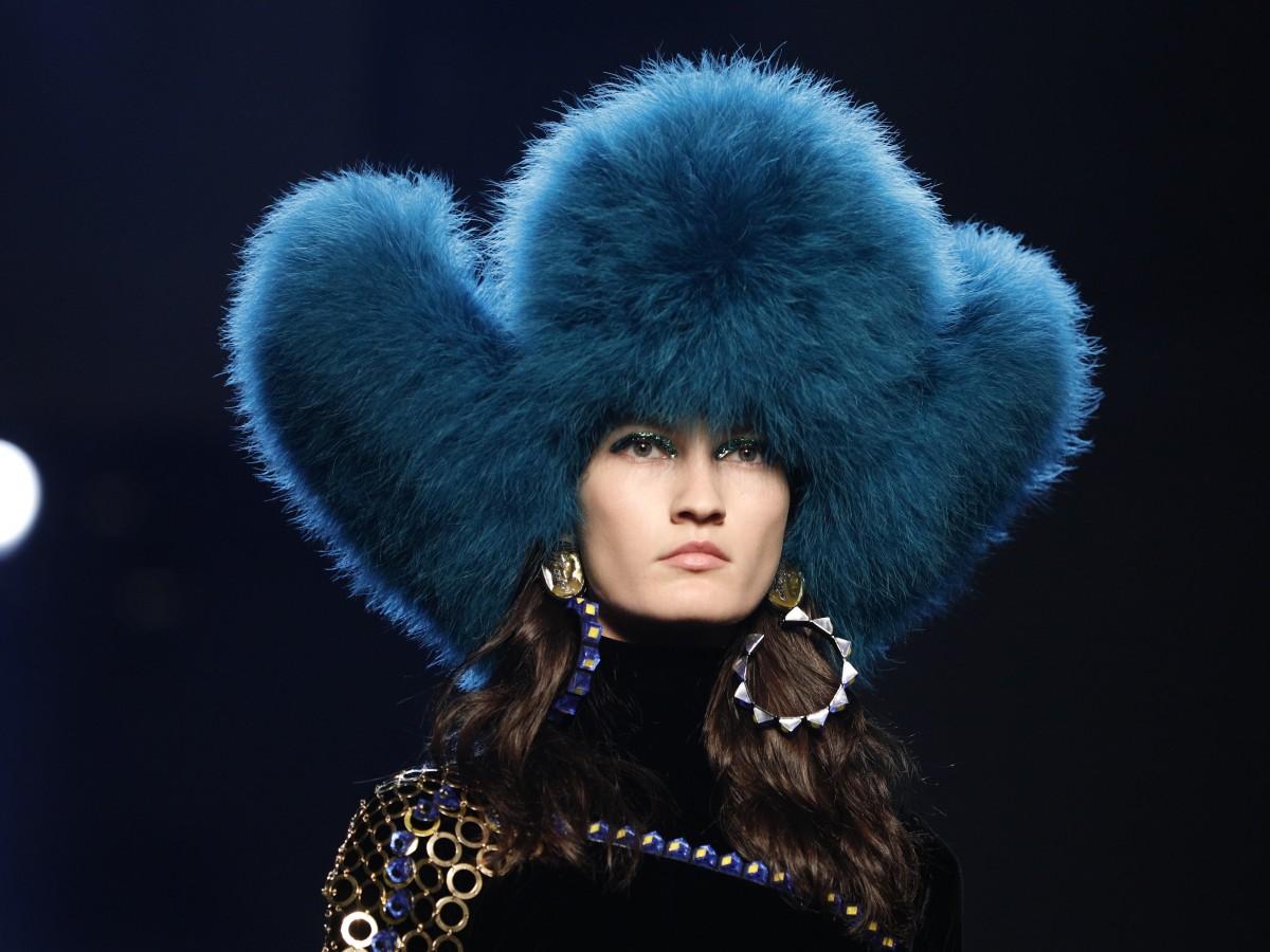 Gaultier cierra la Alta Costura de París con extravagancia e inspiración animal