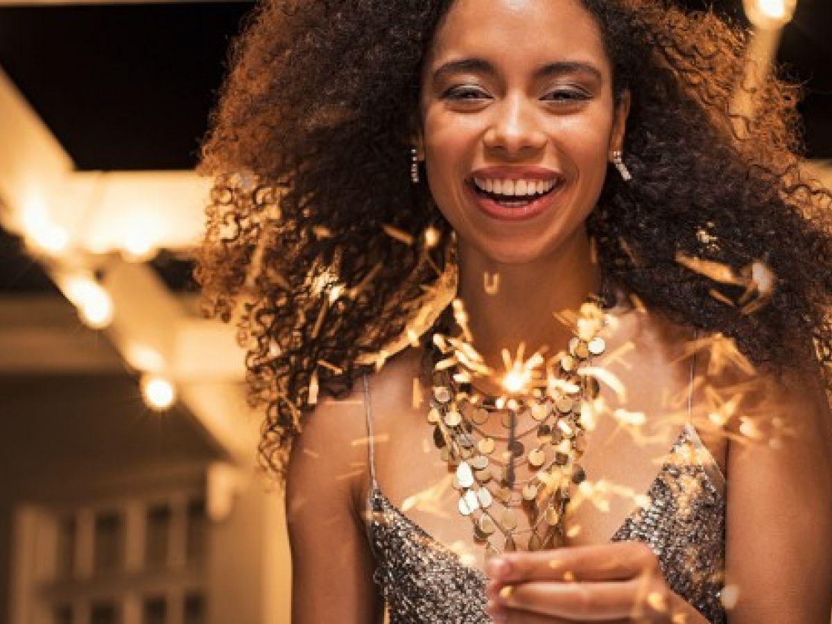 """Cinco cosméticos para lograr un """"look"""" de fiesta"""