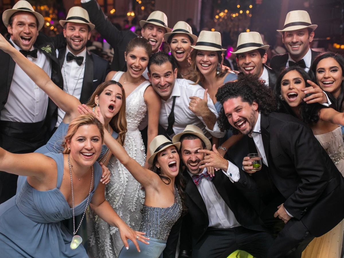 Elegancia y glamur en la boda de Marivioli Casellas y José Emilio Sierra