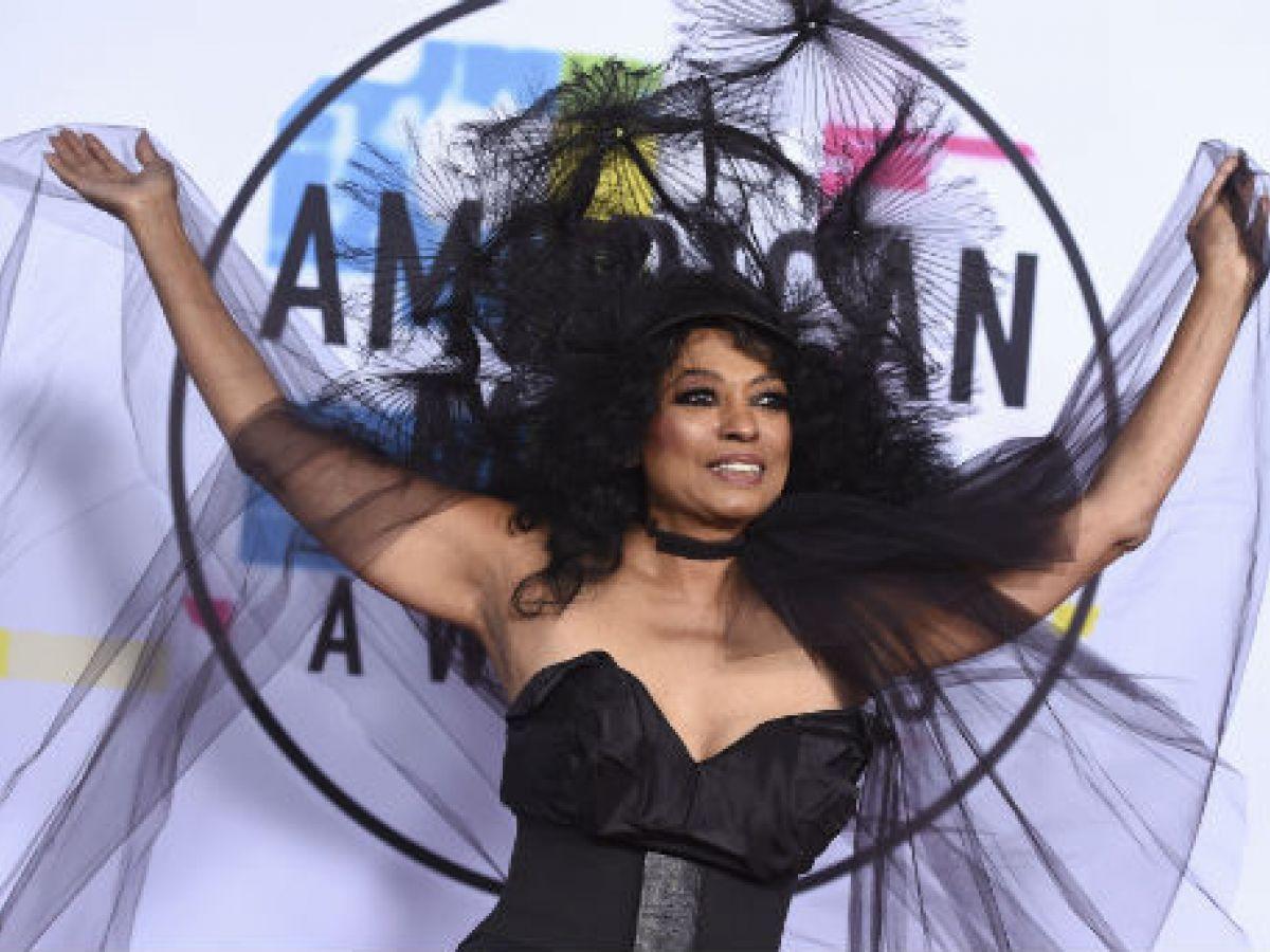 Jovial y excéntrica la moda en la alfombra roja de los American Music Awards