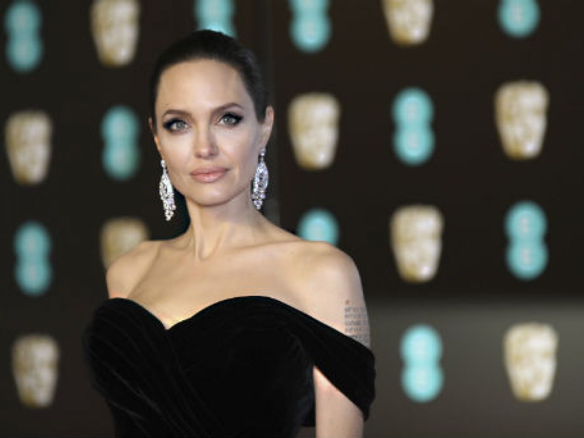 Las actrices vuelven a vestir de negro en los premios Bafta