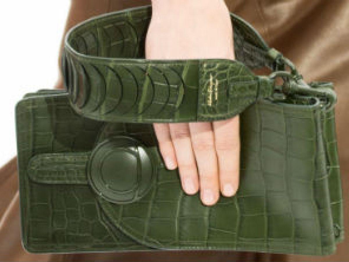 Propuestas de diseñadores para llevar carteras tipo sobre